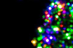 Decoração borrada da árvore de Natal no fundo escuro imagens de stock