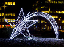 A decoração brilhante da rua do Natal na forma de um cometa fez o Fotografia de Stock Royalty Free