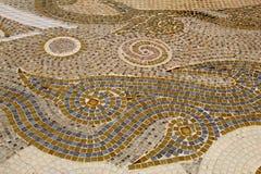 Decoração cerâmica colorida do teste padrão com os seixos feitos do pebbl Foto de Stock