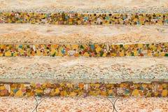 Decoração cerâmica colorida do teste padrão com os seixos feitos do pebbl Fotos de Stock