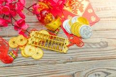 Decoração chinesa do ano novo na parede de madeira , Te dos caráteres chineses Imagem de Stock