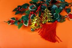 Decoração chinesa do ano novo um fundo vermelho da boa fortuna e protuberância do ouro imagens de stock