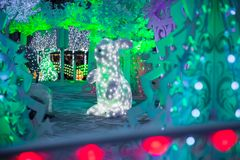 Decoração clara tridimensional do Natal sob a forma das árvores de Natal Fotos de Stock Royalty Free