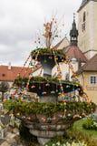 Decoração colorida da Páscoa no quadrado da vila fotos de stock royalty free