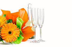 Decoração com flores e champanhe no branco Fotos de Stock Royalty Free