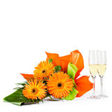 Decoração com flores e champanhe no branco Imagem de Stock
