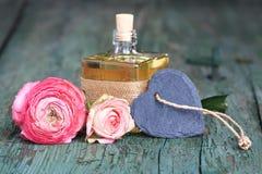 Decoração com um perfume para o dia de mães Foto de Stock Royalty Free