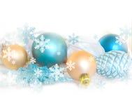 Decoração da árvore de abeto do Natal isolada no fundo branco Composição do feriado Fundo festivo vazio Imagens de Stock