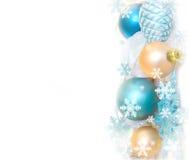 Decoração da árvore de abeto do Natal isolada no fundo branco Composição do feriado Fundo festivo vazio Imagem de Stock