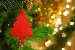 Decoração da árvore de Natal com luz do bokeh no fundo para o conceito da celebração com espaço da cópia imagem de stock