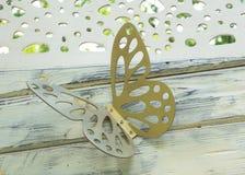 Decoração da borboleta na cerca de madeira Fotografia de Stock Royalty Free