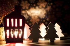 Decoração da casa do Natal com uma luz para dentro Imagens de Stock Royalty Free