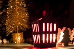 Decoração da casa do Natal com uma luz para dentro Fotos de Stock Royalty Free