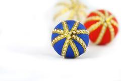 Decoração da esfera do Feliz Natal Fotos de Stock Royalty Free