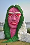 Decoração da estátua da cara da senhora com flores Fotografia de Stock Royalty Free