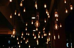 Decoração da iluminação no café imagens de stock royalty free