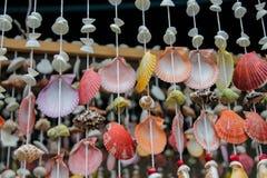 Decoração da lembrança feita de shell coloridos do mar Foto de Stock