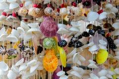 Decoração da lembrança feita de shell coloridos do mar Imagens de Stock Royalty Free