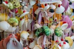 Decoração da lembrança feita de shell coloridos do mar Fotos de Stock