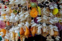 Decoração da lembrança feita de shell coloridos do mar Imagens de Stock