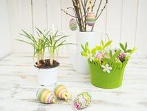 Decoração da Páscoa com açafrão, ovos e árvore de easter Imagens de Stock Royalty Free
