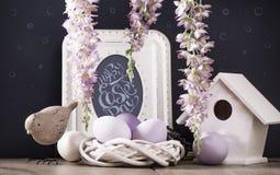 Decoração da Páscoa com quadro foto de stock