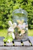 Decoração da Páscoa no jardim Imagens de Stock