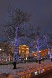 Decoração da rua do ano novo em Moscou na noite Imagens de Stock Royalty Free