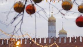 Decoração da rua do Natal Árvores nas festões video estoque