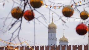 Decoração da rua do Natal Árvores nas festões filme