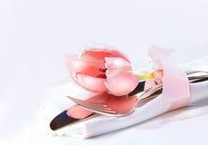 Decoração da tabela com tulip Fotografia de Stock
