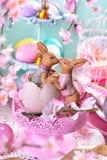 Decoração da tabela da Páscoa nas cores pastel Imagens de Stock Royalty Free