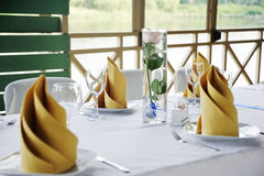 Decoração da tabela do casamento no amarelo Imagens de Stock