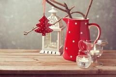 Decoração da tabela do Natal do estilo do vintage sobre o fundo do borrão Imagem de Stock Royalty Free