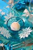 Decoração da tabela do Natal em cores de turquesa Foto de Stock Royalty Free