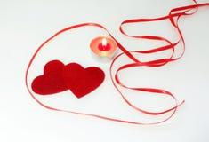 Decoração da vela do fnd de dois corações para o dia de Valentim Imagens de Stock