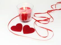 Decoração da vela do fnd de dois corações para o dia de Valentim Imagens de Stock Royalty Free