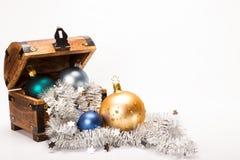 Decoração das bolas do Xmas da arca do tesouro do Natal Imagem de Stock Royalty Free