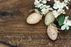 Decoração das flores e dos ovos da páscoa Foto de Stock