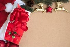 Decoração das quinquilharias do Natal com caixas de presente Imagens de Stock Royalty Free
