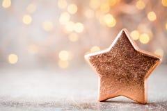 Decoração de bronze do Natal Bronze das decorações do feriado no bokeh Imagens de Stock Royalty Free