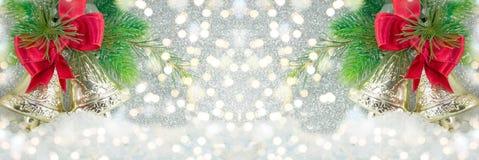 Decoração de dois sinos de Natal em luzes festivas Imagem de Stock Royalty Free