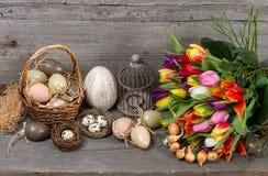 Decoração de easter do vintage com ovos e flores Foto de Stock Royalty Free