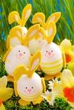 Decoração de Easter na grama foto de stock