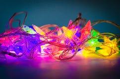 Decoração de Garland Christmas, close up colorido de incandescência das luzes foto de stock