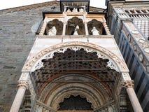 decoração de Giovanni Da Campione Porch em Bergamo imagem de stock