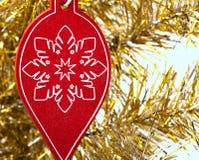 Decoração de madeira do Natal na árvore Imagens de Stock Royalty Free
