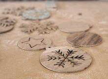 Decoração de madeira dos chrisеmas no painel de madeira Fotografia de Stock