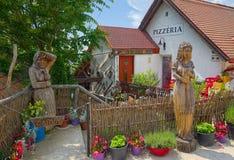 Decoração de madeira exterior em Tihany, Hungria foto de stock