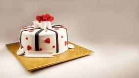 Decoração de um bolo do aniversário Imagem de Stock Royalty Free